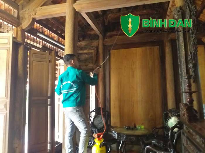 Hình ảnh thi công diệt mối tại nhà gỗ cổ 6