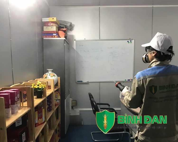 Hình ảnh phun thuốc muỗi tại văn phòng công ty 3