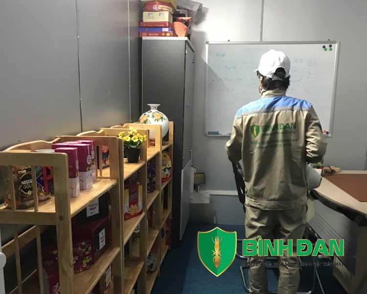 Hình ảnh phun thuốc muỗi tại văn phòng công ty 5
